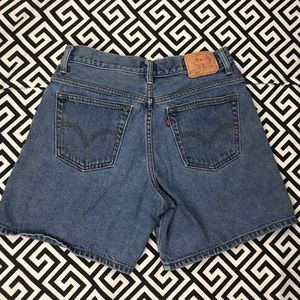 Vintage •Levis• 550s high waist mom shorts